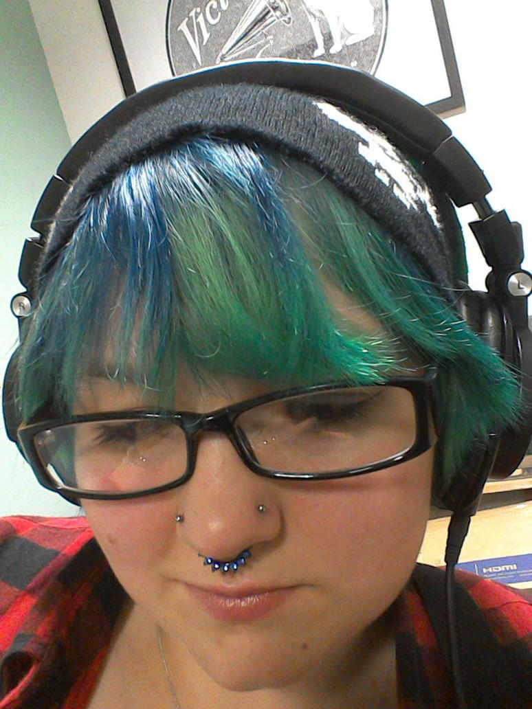 Green/blue hair and headphones 3 by Drinya