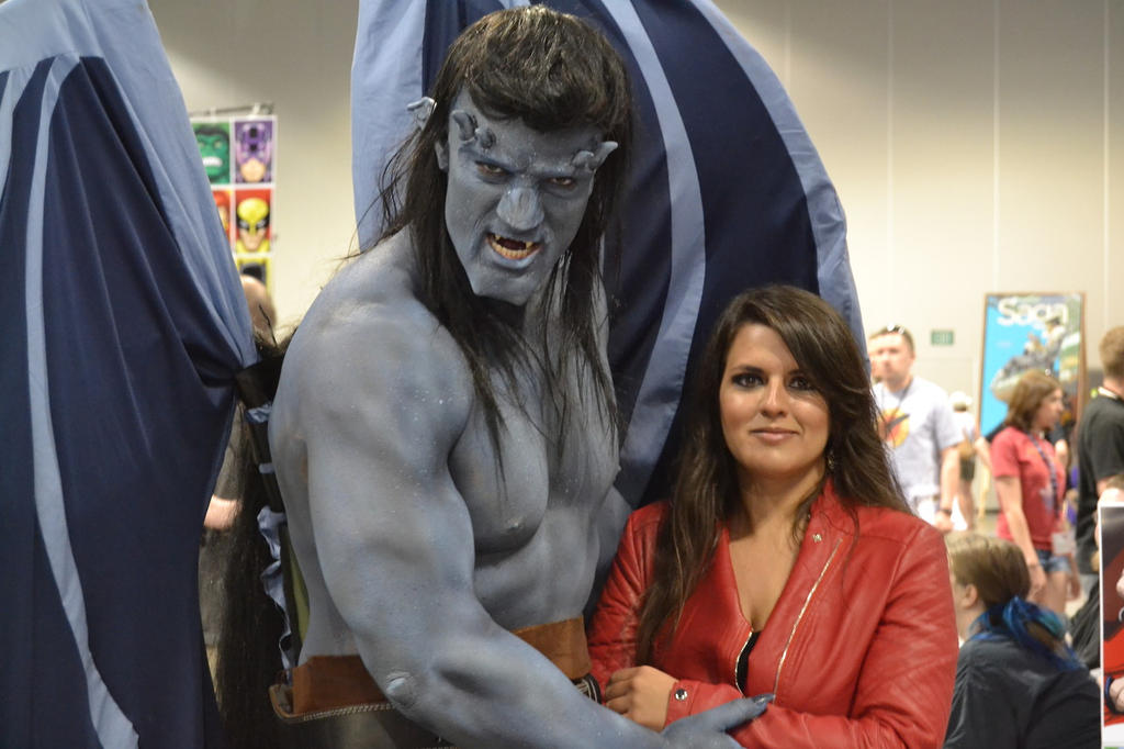 Gargoyles Goliath and Elisa Maza at DCC 2014 6 by PhoenixForce85