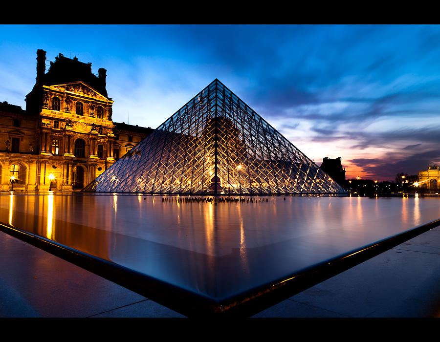 Louvre by night 3