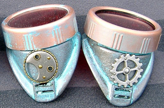 Gear and wheel sides on stemapunk goggles