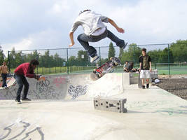 niko kickflip at finsbury bowl