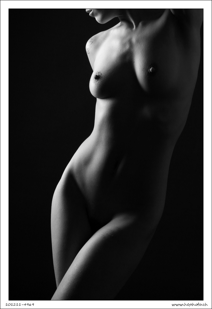 101211-4969 Girl in clair obscur by HePhoto