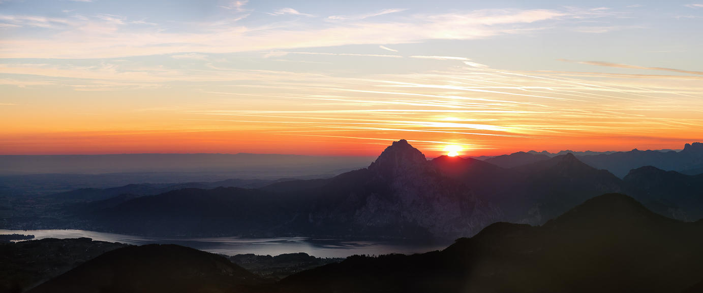 Traunstein @ sunrise. by 8moments