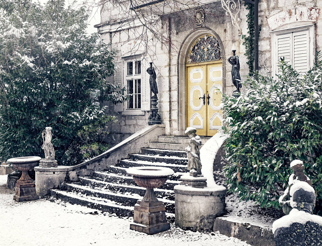 Invited to Winter's house for a cup of tea. by 8moments