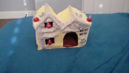 My Snow White Birdhouse ceramic by Lizzybunny99