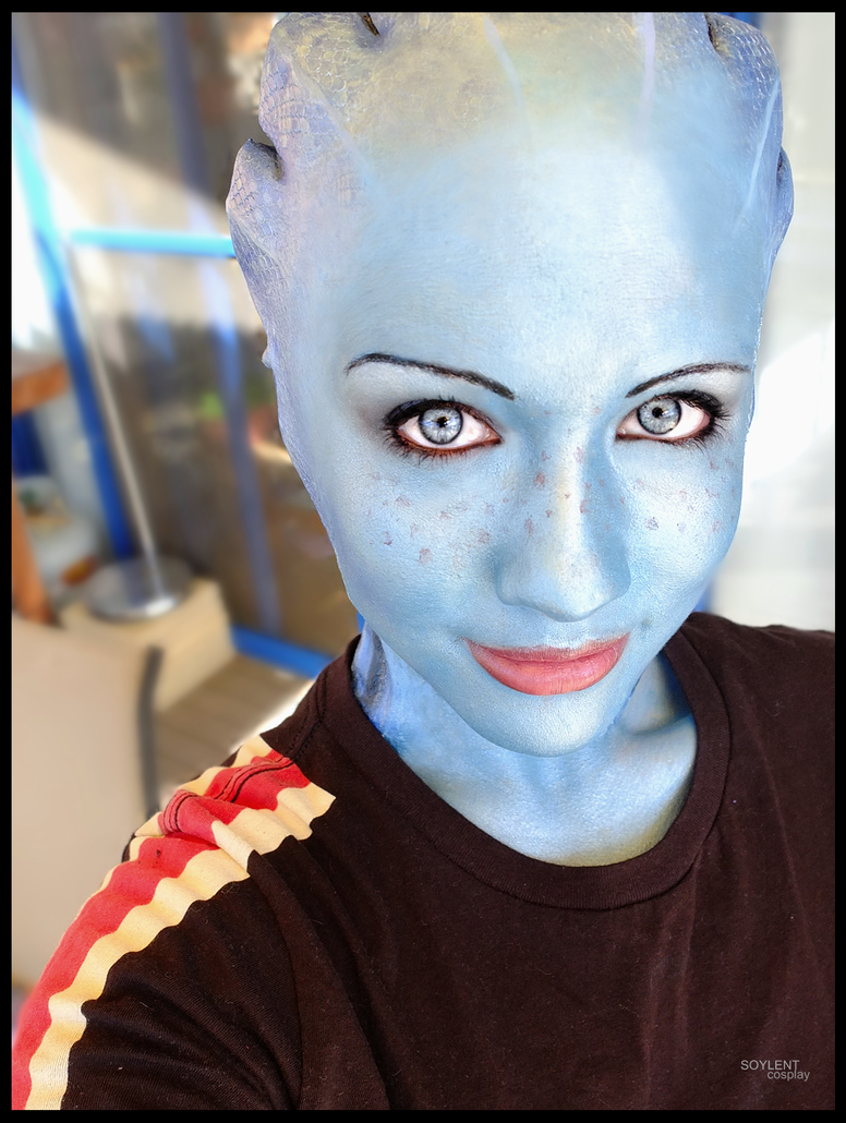 http://th08.deviantart.net/fs71/PRE/i/2013/258/2/3/liara_cosplay___smile_by_soylent_cosplay-d6me6fi.png