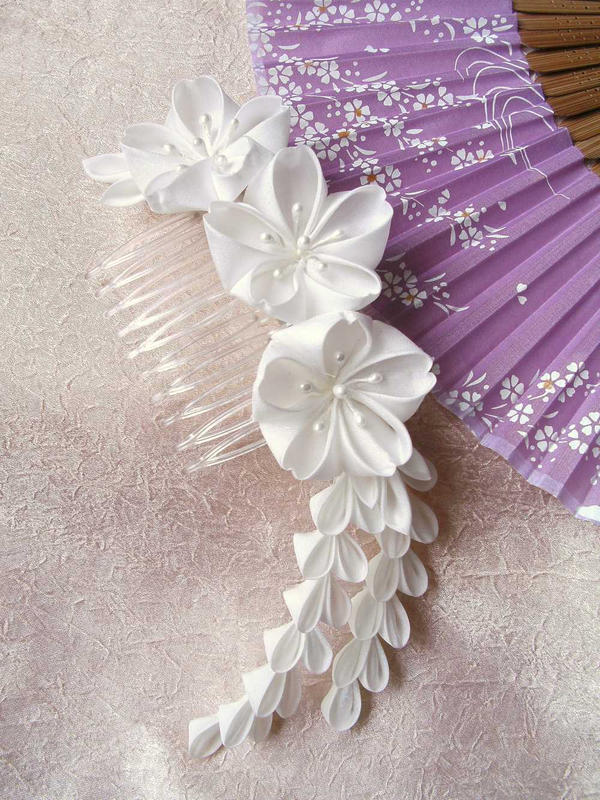 White sakura bridal kanzashi by elblack