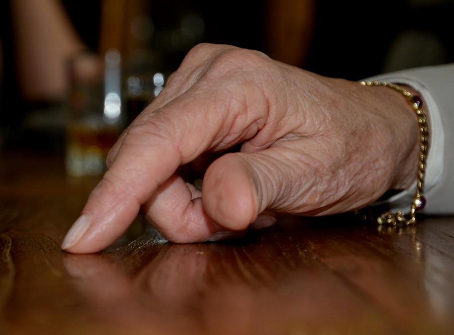 Le sens du toucher Old_hand_by_sammycat13-d3hq2gu