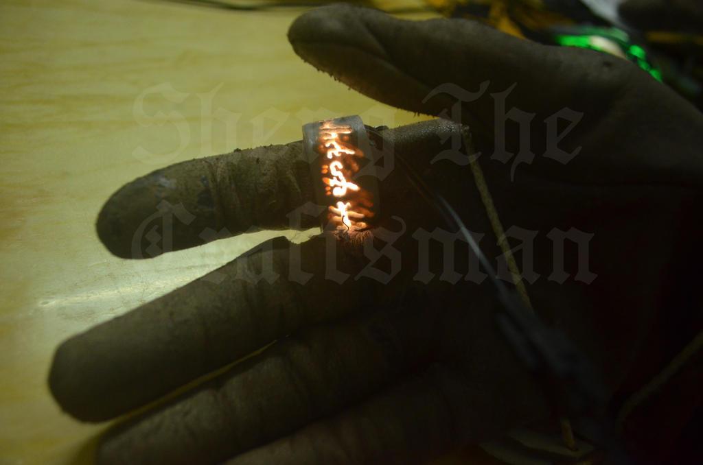 The lord of the ring glowing ring by YomiJigokuSheng