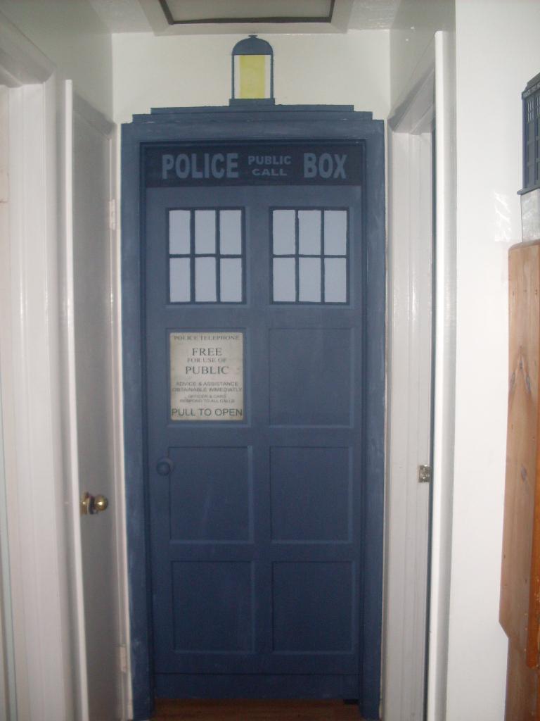 Door doctor 28 tardis blue front door scotland glasgow for 100 door 28