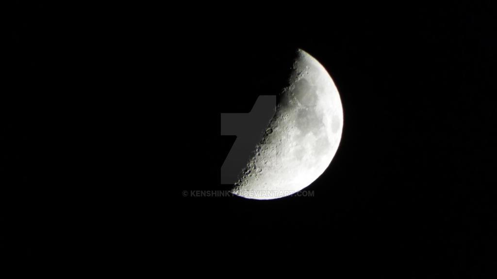 1/2 moon by KenshinKyo