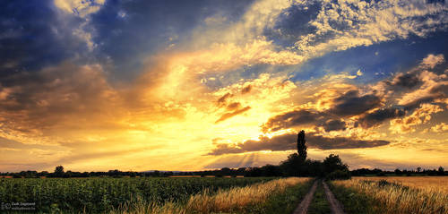 Hungarian skies pt.CXV. by realityDream