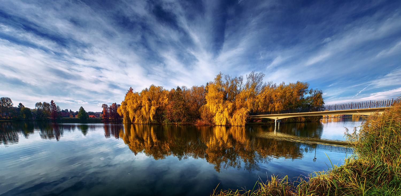 Autumn Mirror pt.03. by realityDream