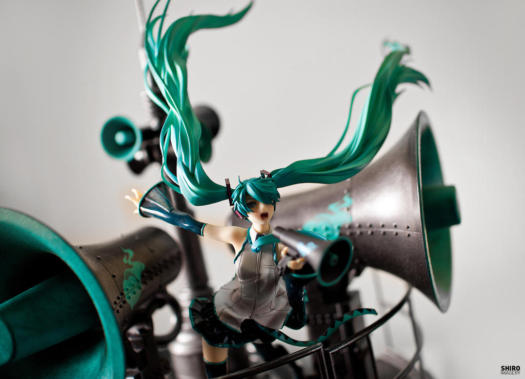 Miku hatsune love is war figure