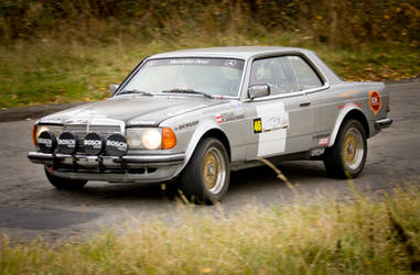 Mercedes 280 CE C123 by pawelsky