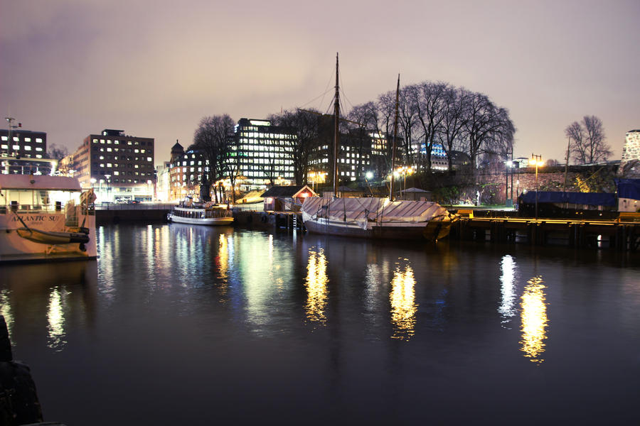 Oslo By Night by TheFreeWay