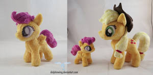 Tiny Scootaloo with Applejack