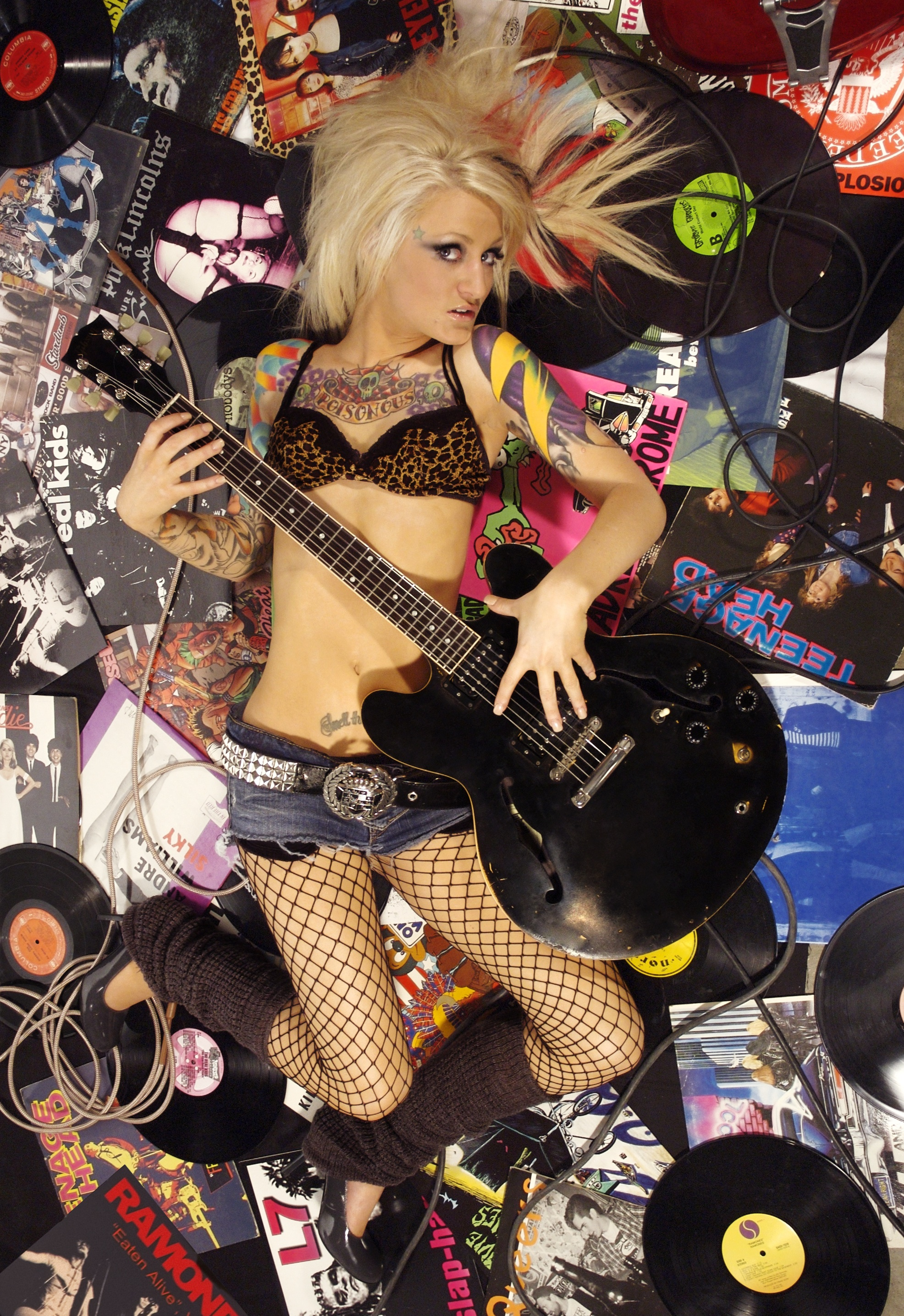 http://fc02.deviantart.net/fs13/f/2007/073/e/e/She__s_a_Punk_Rock_Girl___2_by_J_s_K_Photography.jpg