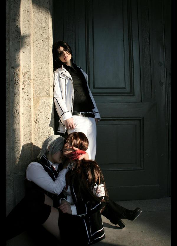 vampires biting people - photo #19