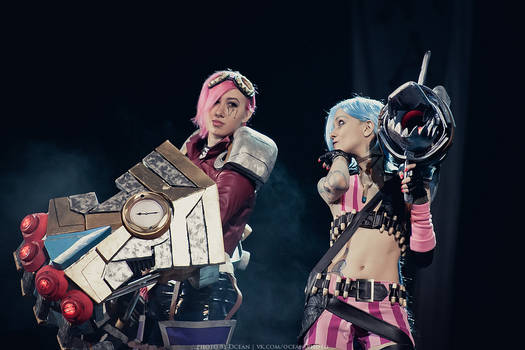 Cosplay: League Of Legends - Vi and Jinx