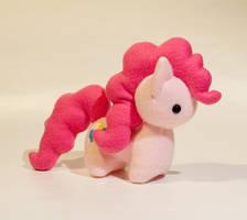 Commission - MLP - Pinkie Pie by mihoyonagi