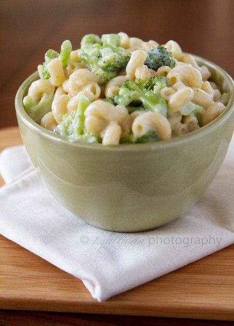 broccoli and white cheddar macaroni by standbyme21