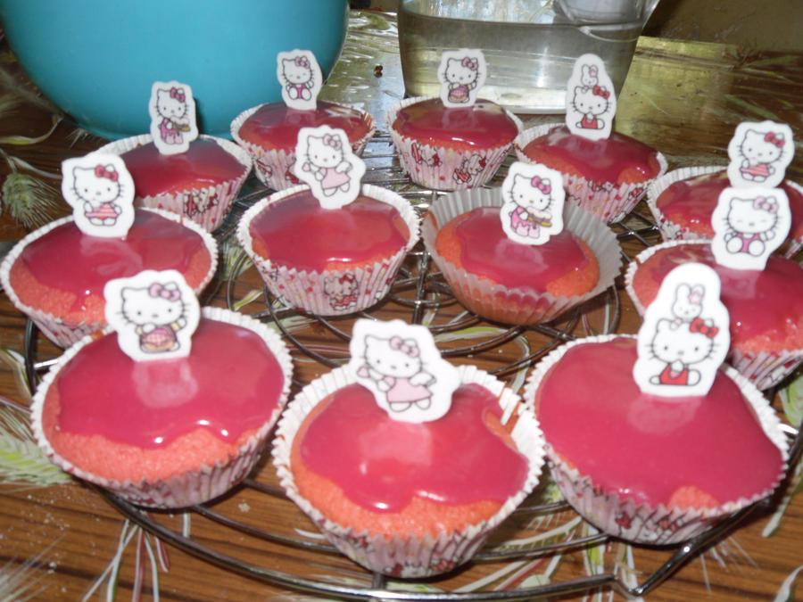 Cupcake Hello Kitty by MrGaarax