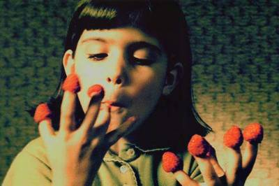 fragole e amore.. Amelie. by RainWeak