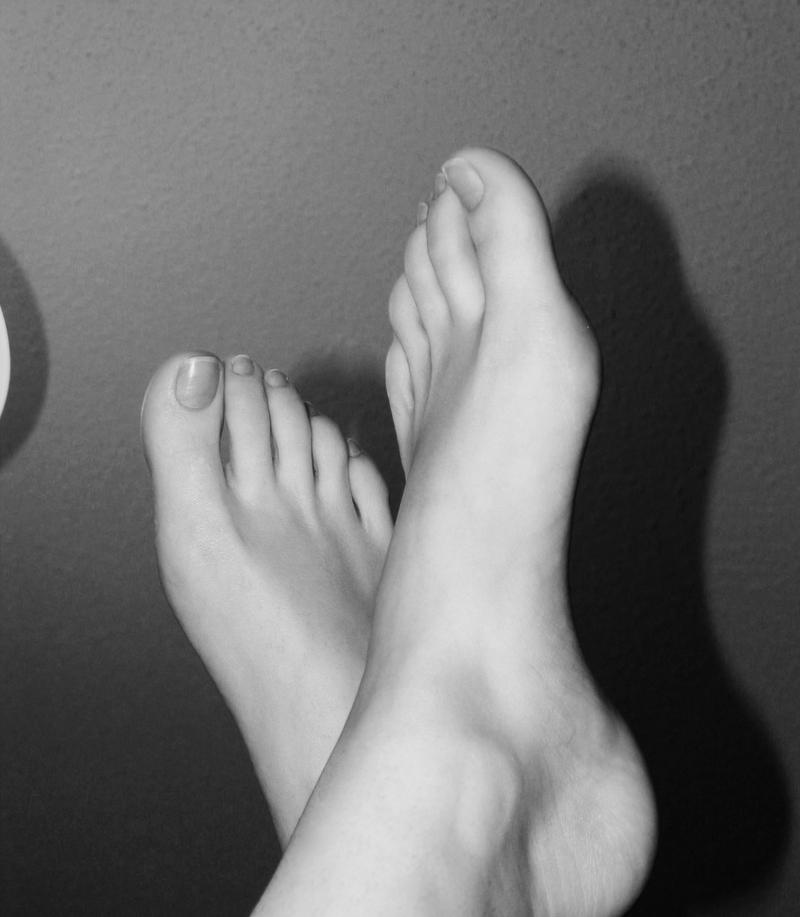 Feet.... by Makikozlik