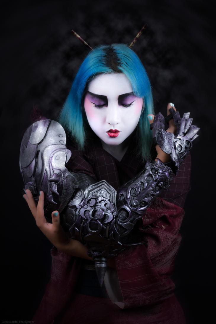 Geisha wearing Susanou Battle Glove by ArtisansdAzure