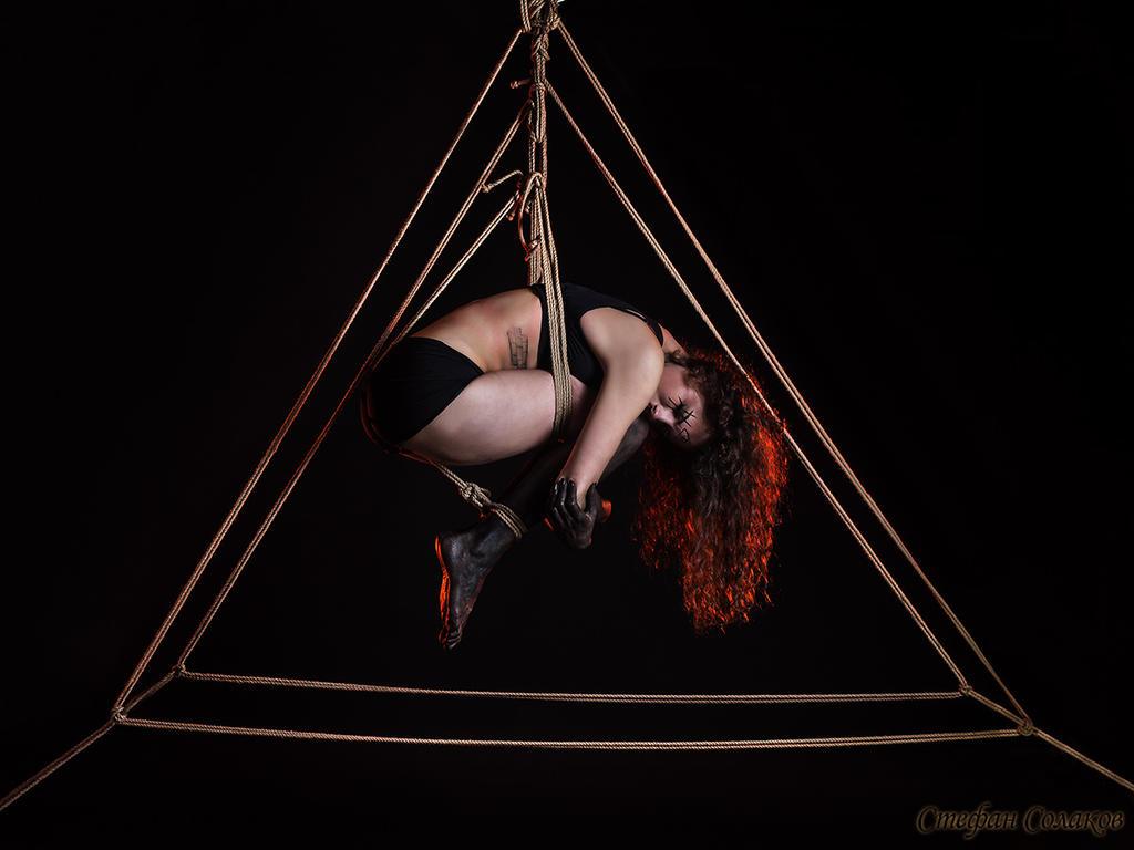 Triangulim Entangulum by The-Irstress