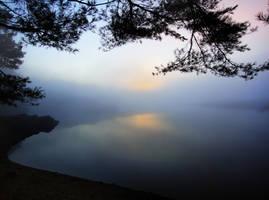 Between water and sky by emizael