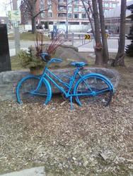 blue bicycle by Lindeczek