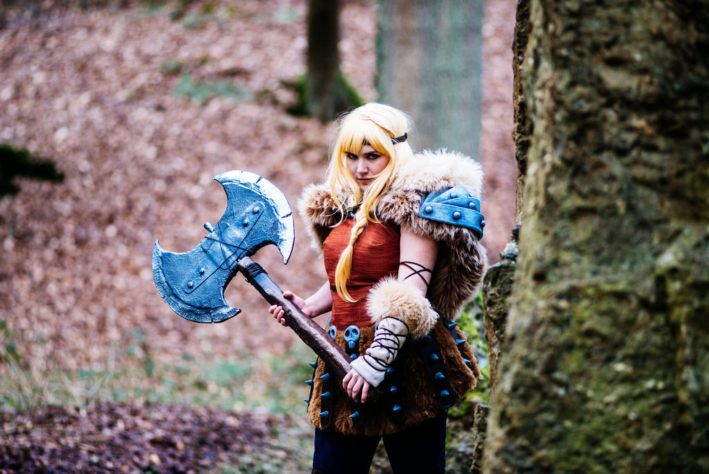 Astrid from how to train your dragon 2 cosplay by peytoncosplay on astrid from how to train your dragon 2 cosplay by peytoncosplay ccuart Choice Image