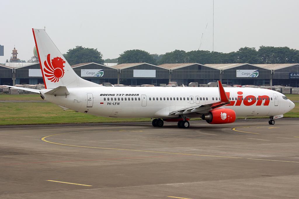 Lion Air 737-900ER_1 b...