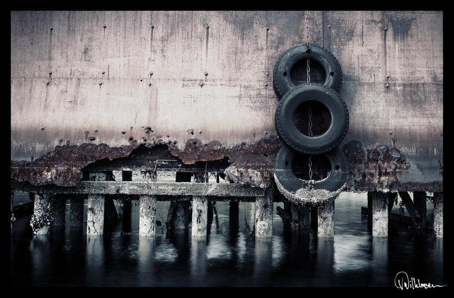 Worn out and Obsolete by Elenihrivesse