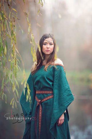 Ceres medieval dress by Gewandfantasien
