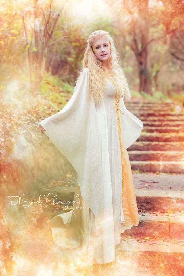 Golden queen by Gewandfantasien