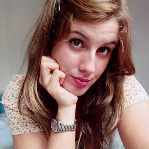 xBrokenRedRosex's Profile Picture