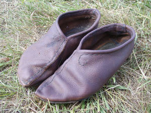 Simple leather shoes