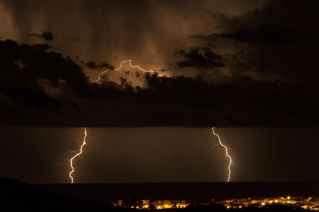 Lightning Over Blanes 2 by sheiruki