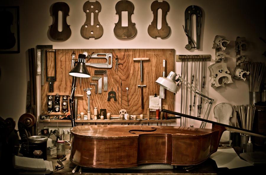 Asturias con niños: Visita un taller de un luthier en Colunga
