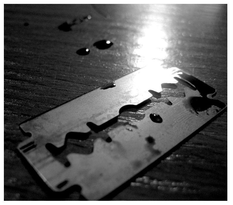 Razor blade by Unpredictableamateur