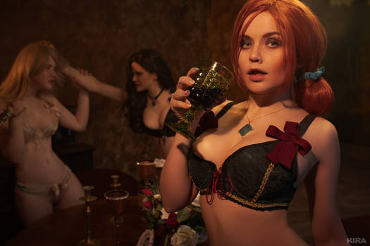 Sorceresses party (Witcher cosplay frame 13)