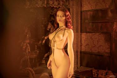 golden nude by Lyumos