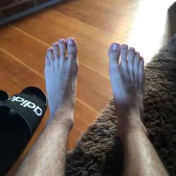 Izzy feet