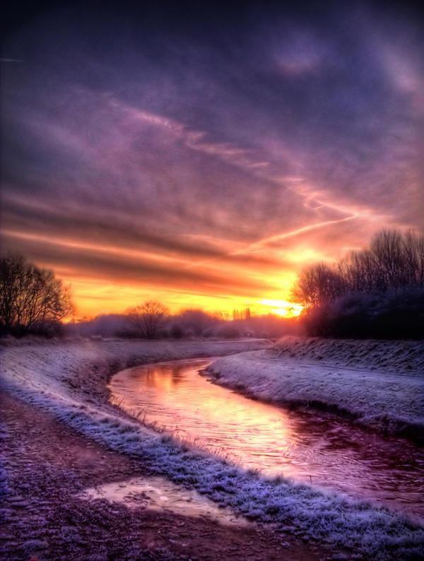 STOCK:Sunrise on frosty river