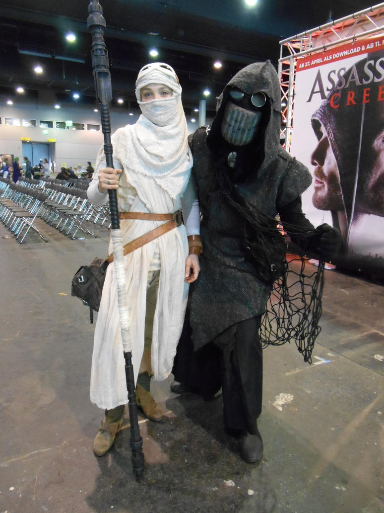 GCC Frankfurt 2017 cosplay: Rey and sandguy by Lalottered
