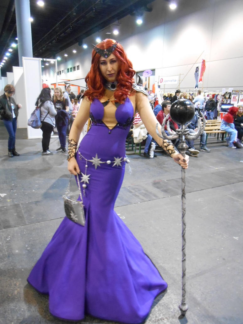 EpicCon Frankfurt 2016 cosplay: Queen Beryl by Lalottered