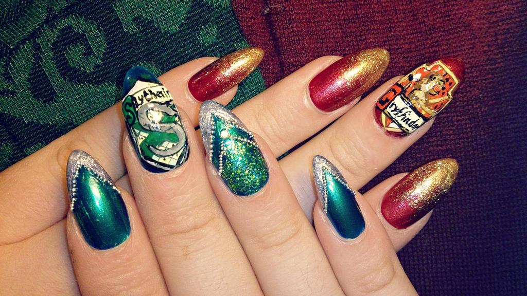 Gryffindor vs Slytherin Nail Art by NadineSabbagh